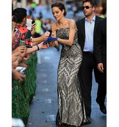 Angelina Jolie at the 'Unbroken' World Premiere - Brad Pitt and Angelina Jolie Red Carpet - Elle