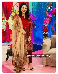 Pakistani Fashion Casual, Pakistani Girl, Pakistani Dress Design, Pakistani Actress, Pakistani Dresses, Pakistani Dramas, Classy Suits, Eid Dresses, Ayeza Khan