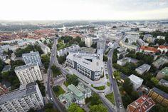 Fotografia lotnicza prezentująca biurowiec Senator w Warszawie.