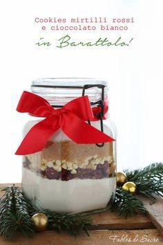 Biscotti in barattolo, cookies mirtilli e cioccolato bianco. Un'idea per i pensierini carina e originale da regalare agli amici che si divertono a cucinare.