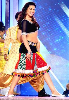Gauahar Khan performs at Gr8 Women's Achievers Awards 2013 #Bollywood #Fashion #Style