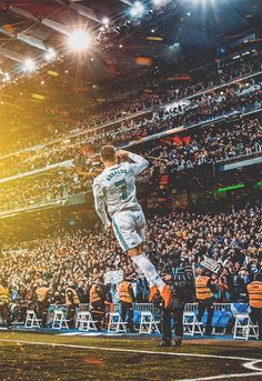 Trending Photo by Cristiano Ronaldo: Cristiano Ronaldo is the best player of all time since he is the only one able to score any kind of spectacular goal. Cristiano Ronaldo 7, Messi And Ronaldo, Cr7 Wallpapers, Real Madrid Wallpapers, Cr7 Messi, Lionel Messi, Messi Soccer, Nike Soccer, Soccer Cleats