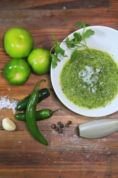 This easy and delicious recipe for raw Mexican green sauce is ideal to accompany any type of Mexican Authentic Mexican Recipes, Mexican Salsa Recipes, Mexican Dishes, Salsa Picante, Salad Sauce, Mexican Cooking, Homemade Salsa, Cooking Recipes, Healthy Recipes