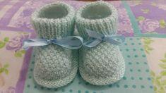 RECEITA TRICÔ FÁCIL: Sapatinho Bebê Em trico Knitting Socks, Baby Knitting, Sock Shoes, Baby Shoes, Manta Crochet, Crochet Baby Booties, Kids And Parenting, Youtube, Fashion