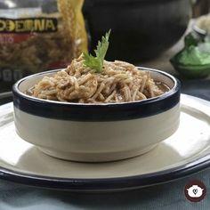 Deliciosa y sencilla receta de pasta con un toque de hoja santa (Piper auritum) también conocida como hierba santa, tlanepa, alaján, momo o acuyo.