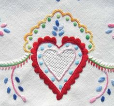 Folk Embroidery Tutorial portuguese embroidery de Viana do castelo. so proud of my country x Folk Embroidery, Learn Embroidery, Embroidery Patterns, Machine Embroidery, Arte Popular, Embroidery Techniques, Couture, Needlework, Cross Stitch