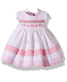 Vestido de vuelo blanco y rosa con puntillas Frocks For Girls, Kids Frocks, Sunday Outfits, Girl Outfits, Little Girl Dresses, Girls Dresses, Baby Dress Patterns, Baby Couture, Kids Suits