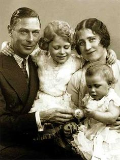 George VI and Elizabeth Bowes-Lyon with their two daughters, the future Elizabeth II and Princess Margaret. George Vi, Baby George, Facts About Queen Elizabeth, Young Queen Elizabeth, Prinz Philip, Prinz William, Reine Victoria, Queen Victoria, Princesa Diana