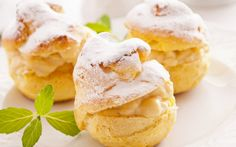 Cream Puffs with Vanilla Filling Dessert Pastry Recipes, Cooking Recipes, Just Desserts, Dessert Recipes, Pudding Desserts, Cream Puff Recipe, Eat Dessert First, Snacks, Cookies Et Biscuits