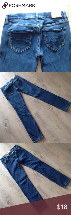 Abercrombie 25/33 Erin jean Straight jean, perfect condition. Just your size!!! Abercrombie & Fitch Jeans Straight Leg