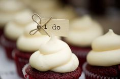 i do sign on cupcakes -photo by Diana Deaver Weddings