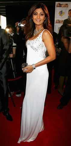 Shilpa Shetty Photos - Shilpa Shetty arrives at the Zee Cinema Awards 2008 at the Excel centre on April 2008 in London, England. - The Zee Cine Awards 2008 - Arrivals Bollywood Masala, Indian Bollywood Actress, Indian Actresses, Celebrity Red Carpet, Celebrity Look, White Gowns, White Dress, Shilpa Shetty Photo, Kendall Jenner Outfits