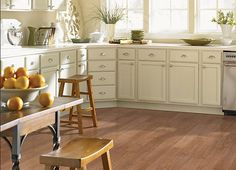 Vinyl kitchen flooring is a very popular choice by homeowners. Vinyl kitchen flooring offers many benefits to the homeowner who has children, pets, or lives an active lifestyle. These floors are ve… Kitchen Flooring Options, Vinyl Flooring Kitchen, Kitchen Tiles, Kitchen Decor, Kitchen Cabinets, Flooring Ideas, Kitchen Vinyl, Kitchen Design, Kitchen And Bath Remodeling