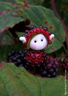 Bramble Fairy glass bead by Iris Francissen Fused Glass, Glass Beads, Cute Clay, Handmade Beads, Beads And Wire, How To Make Beads, Bead Art, Lampwork Beads, Bead Crafts