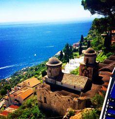 A Costa Amalfitana nos surpreende a cada parada...Todos os lugares encantam e misturam o antigo e histórico com o moderno. Poucas seriam as palavras para descrever tamanha beleza...A natureza é maravilhosa... #costaamalfiana #costieraamalfitana #italia #bethvalentimpelomundo#lugares #amalficoast #destinos #viajando #turistando #olharmagic #europa #asia #eua#peaceful #ravello#amalfi#positano #capri#goodvibes #instagood #mundo #instagram#clickdebethvalentim #já#curti