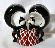 pepe le pew and Penelope have always been my favorite Mccoy Pottery, Vintage Pottery, Salt N Peppa, Morton Salt, Shake Shake, Salt And Pepper Set, Art Deco Furniture, Kitchen Things, Salt Pepper Shakers