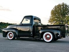 1954 Ford truck. Love the body style on this one :)    classictrucks.com
