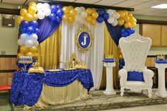 Bue and gold royal prince baby shower party! See more party planning ideas at… Royal Baby Shower Theme, Royal Baby Showers, Baby Shower Princess, Baby Shower Favors, Baby Shower Cakes, Shower Party, Baby Shower Parties, Baby Shower Themes, Baby Shower Decorations