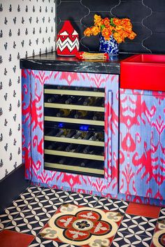 We're spotlighting 38 chic home bar ideas to inspire you. Whether you want to build out a home bar, or just want to turn part of your kitchen counter into one, we've got ideas to help you make it happen below. Mini Wine Fridge, Budget, Metallic Wallpaper, Affordable Furniture, Custom Cabinets, Bars For Home, Beautiful Homes, House Beautiful, Ikea