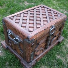 """Chest for the Antique """"Island"""" Rustic Furniture, Diy Furniture, Trunks And Chests, Wood Chest, Got Wood, Wood Boxes, Wood Design, Wood Pallets, Wood Art"""
