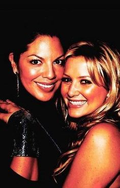 Jessica Capshaw and Sara Ramirez have the best chemistry playing Arizona Robbins and Callie Torres (Calzona) on Grey's Anatomy. Greys Anatomy Brasil, Greys Anatomy Cast, Sara Ramirez, Jessica Capshaw, Arizona Robbins, Torres Grey's Anatomy, Calliope Torres, Grey's Anatomy Tv Show, Kiss Beauty
