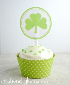 I adore @Kara Cook (Creations by Kara)'s printable st. patrick's day cupcake toppers! #topper #cupcake