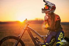 MTB Dating is the dating site for singles with a passion for mountain biking. Shred the mountain bike trails together; Mountain Biking Women, Mountain Bike Trails, Downhill Bike, Mtb Bike, Rollers, Bike Photography, Cycling Girls, Cool Bike Accessories, Girl Swag