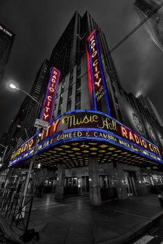 Radio City Music Hall I'm gonna headline there one day! Splash Photography, Color Photography, Black And White Photography, Black And White Colour, Black And White Pictures, Color Splash Photo, Touch Of Gray, Radio City Music Hall, Colouring Pics