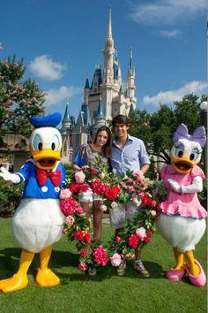 Kaká e Carol Celico têm Dia dos Namorados romântico na Disney