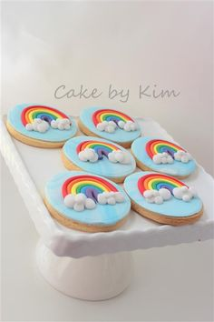 A rainbow cake is fun to look at and eat and a lot easier to make than you might think. Here's a step-by-step guide for how to make a rainbow birthday cake. Fondant Cookies, Iced Cookies, Royal Icing Cookies, Rainbow Sugar Cookies, Rainbow Cupcakes, Rainbow Cookie, Rainbow Parties, Rainbow Birthday Party, Deco Cupcake