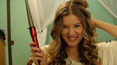 Realllyyyy great tutorial for Taylor Swift-ish curls with the Conair Infinity Wand