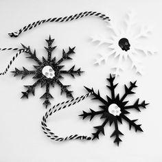 Ideas For Decor Gothic Black Skulls Halloween Trees, Halloween Christmas, Christmas Holidays, Christmas Crafts, Christmas Ornaments, Christmas 2019, Happy Holidays, Snowflake Decorations, Christmas Tree Decorations