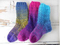 kolmen värin villasukkia (three-color wool socks)