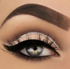 Pageant and Prom Makeup Inspiration. Find more beautiful makeup looks with Pagea… Pageant and Prom Makeup Inspiration. Find more beautiful makeup looks with Pageant Planet. Eye Makeup Tips, Smokey Eye Makeup, Makeup Goals, Skin Makeup, Makeup Inspo, Makeup Ideas, Makeup Brushes, Makeup Hacks, Makeup Tutorials