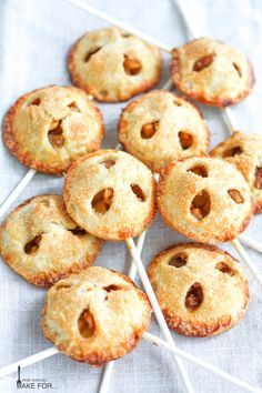 These Apple Pie Pops are one of the cutest desserts I've ever seen! It's like having an apple pie on a stick. A delightful summer party dessert, or a back-to-school themed sweet treat! The recipe is surprisingly easy to make too. Pie Recipes, Dessert Recipes, Types Of Pie, Pie Pops, Cooked Apples, Quick Weeknight Meals, Cute Desserts, Apple Pie, Baked Goods
