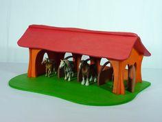 offener Pferdestall mit vier Boxen und einem Giebeldach (passend für Schleichfiguren)