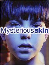 Mysterious Skin de Gregg Araki avec Brady Corbet, Joseph Gordon-Levitt, Elisabeth Shue  A 8 ans, Brian se réveille dans la cave de sa maison, le nez en sang, sans aucune idée de ce qui a pu lui arriver. Sa vie change après cet incident : peur du noir, cauchemars, évanouissements...10 ans après, il est certain d'avoir été enlevé par des E.T. et pense que seul Neil Mc Cormick, un ado très beau et manipulateur, pourrait avoir la clé de l'énigme....
