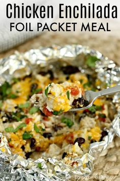 easy chicken enchilada foil packet meal will be a hit with the entire family! Easy chicken enchilada foil dinner is packed with yummy chicken, cheese, beans and more! Try Easy chicken enchilada foil packet recipe. Cleanup is a breeze! Tin Foil Dinners, Foil Packet Dinners, Foil Pack Meals, Foil Packet Recipes, Hobo Dinners, Grilling Recipes, Cooking Recipes, Grill Meals, Freezer Recipes