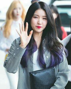 Purple highlight?! South Korean Girls, Korean Girl Groups, Bias Kpop, Gfriend Sowon, Purple Highlights, G Friend, Meme Faces, Purple Hair, Hair Inspiration