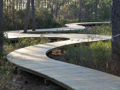 matter where you trail winds, no matter the terrain, Nature Bridges' top-down construction method makes what seems impossible - possible. Wooden Pathway, Wood Path, Wooden Garden, Landscaping Images, Front Yard Landscaping, Landscape Design, Garden Design, Backyard Water Feature, Wood Architecture