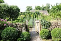 A Library of Design: Gardens Great and Small