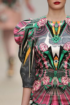manish arora. i would /kill/ for this dress (figuratively :'D)