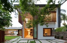 Regional #architecture in this Sydney #home designed by Arkhefield inspired by Geoffrey Bawa