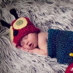 This cute newborn caterpillar hat and cocoon set would make an adorable new baby gift, or a fantastic photography prop!