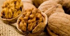 Walnuts are packed with omega 3 fatty acids, which are necessary for cellular repair. They also strengthen the skin's natural sun-barrier function. Healthy Fats List, Healthy Eating, Healthy Brain, Weight Gain Diet, How To Lose Weight Fast, Different Nuts, Brain Food, Good Fats, Omega 3