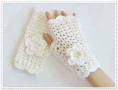Hand crocheted gloves Women Fashion gloves Ladies or Girls mittens crocheted woman accesories Gift