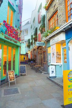 10 Prettiest Streets In London + Map To Find Them Neal's Yard in Covent Garden is the most unique London street Pubs In London, Best Places In London, London Map, Things To Do In London, London Travel, London Must See, London Food, Art In London, Photos Of London
