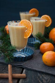 Weihnachtlicher Mango-Mandarine-Smoothie mit Zimt