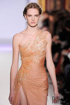 Discover NOWFASHION, the first real time fashion photography magazine to publish exclusive live fashion shows. Zuhair Murad, Couture Fashion, Runway Fashion, Net Fashion, Designer Wear, Designer Dresses, Strapless Dress Formal, Formal Dresses, Wedding Dresses