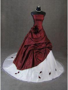 Red passion #weddingdress #red #white #romantic #vm